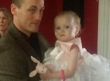 Aos 31 Anos, Andy Barnard Tomou A Difícil Decisão De Se Casar Com Sua Filha, Poppy-Mai, De Apenas 16 Meses