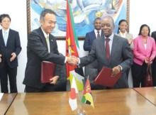 O Japão congelou 100 milhões de dólares e doações e empréstimos a Moçambique devido ao escândalo centrado na contracção de empréstimos não declarados por parte
