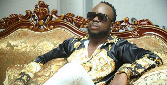 O que importa é eu saber que o meu compromisso é único e exclusivo com a música e a sociedade moçambicana. Se alguém me aparecesse a dizer que uma determinada música está mal feita estaria a contribuir para melhorar