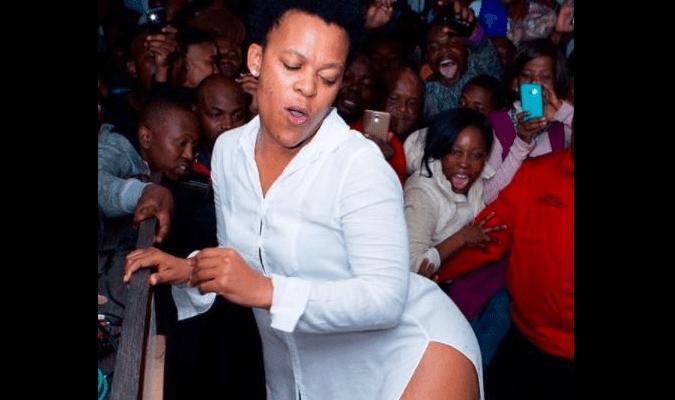 O governo proibiu a animadora sul-africana Zodwa Wabantu de vir para o Zimbabwe para se apresentar no Carnaval Internacional Harare a partir da próxima semana.