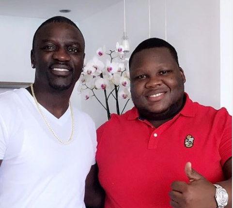 O famoso filho do presidente da moçambicano, Florindo Nyusi surgiu no último final de semana abracado um gesto de prestígio internacional.