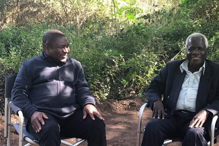 Presidente da República, Filipe Nyusi, e o presidente da Renamo, Afonso Dhlakama, reuniram-se, hoje, em Gorongosa. Nyusi
