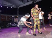 O talentoso musico moçambicano, Mr Bow decidiu dar uma virada na sua indumentaria, Bow decidiu mudar o seu guarda roupa, no lugar de fatos caríssimos Bow agora veste somente fatos de capulana