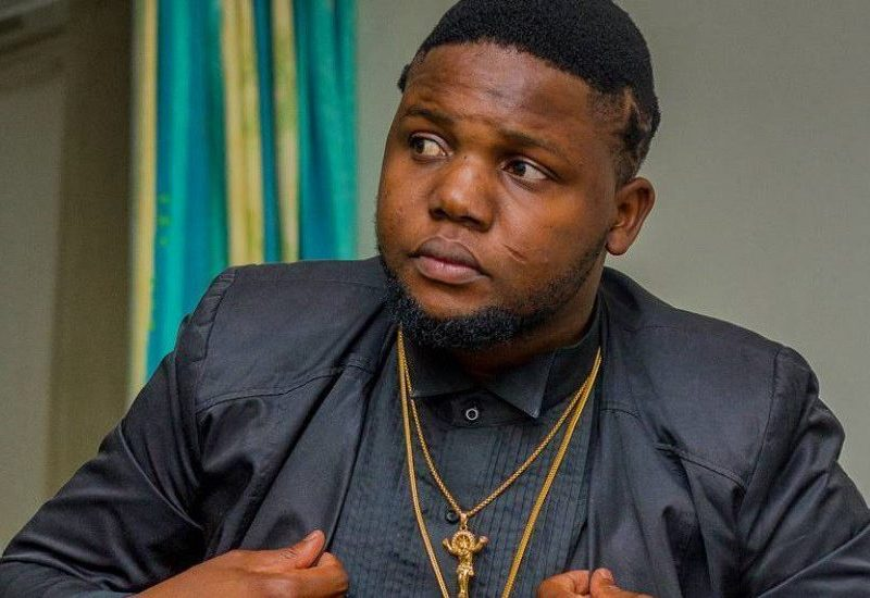 """O rapper moçambicano Bander dono dohit""""sete pitas na zona"""" aproveitou a semana de comemoração do dia dos professores para homenagear aqueles que foram verdadeiros professores"""