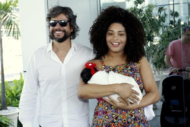 A actriz Juliana Alves resolveu dividir com os fãs um pouco do que sentiu ao dar à luz sua primeira filha, Yolanda, fruto do casamento com o director de telenovelas Ernani Nunes.