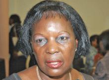 Trabalhadores e colaboradores da Liga Moçambicana dos Direitos Humanos afastaram, ontem, Alice Mabota, do cargo de presidente da instituição, posição que vinha ocupando há mais 20 anos