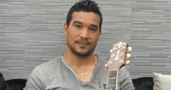 """Após ter prestado o papel de júri na rubrica """"New star"""", do programa Moçambique em Concerto da TV Sucesso, Mahel pegou na sua viola e fez o que bem sabe para o público"""
