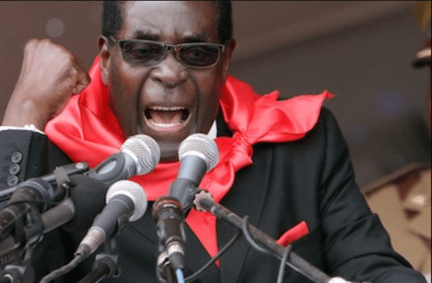 Última Hora: Robert Mugabe recusa-se a abandonar o poder