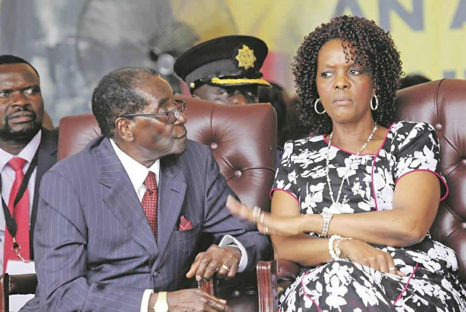 O partido no poder no Zimbabwe expulsou Robert Mugabe da liderança do ZANU-PF. A força política vai começar agora o processo de o destituir