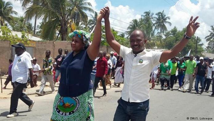 O primeiro dia da campanha para a eleição intercalar para o Conselho Municipal de Nampula, em Moçambique, 9, foi marcado pelo assassinato de um jovem de 20 anos, filho da representante da liga feminina do MDM na cidade.