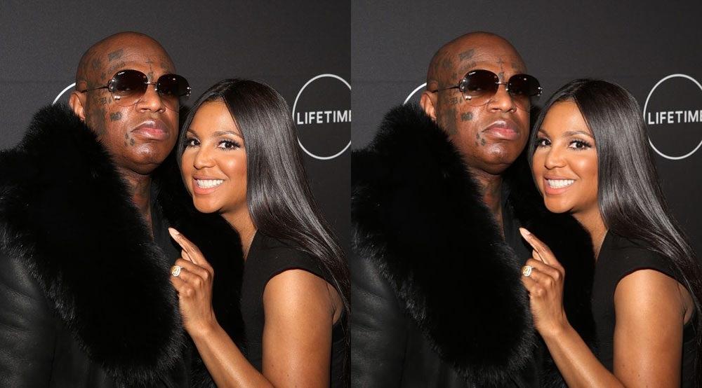 A cantora norte-americana Toni Braxton, 50, confirmou que está noiva do rapper Birdman, 49, pondo fim a semanas de boatos relativos ao casal