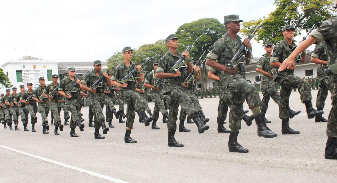 Neste grupo de alunos em abandono dentro e fora das paredes escolares, o serviço militar obrigatório faz todo o sentido, SMO