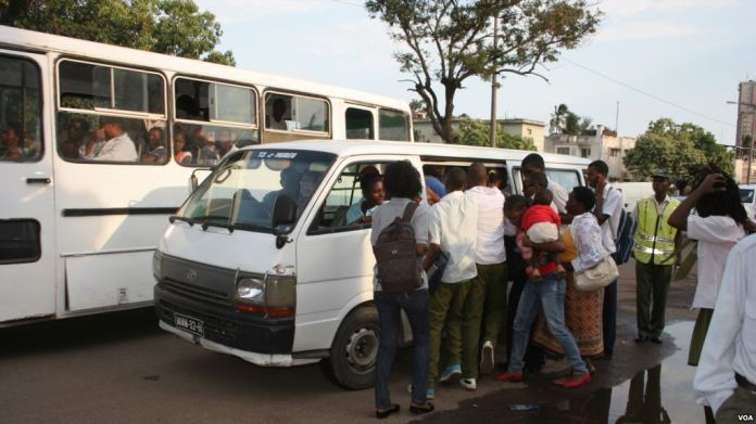 O sociólogo Francisco Matsinhe considera que o aumento da tarifa dos transportes semi-colectivos de passageiros