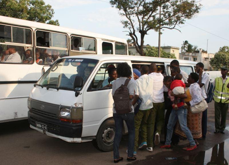 "O sociólogo Francisco Matsinhe considera que o aumento da tarifa dos transportes semi-colectivos de passageiros ""vem corrigir políticas falhadas de subsidio"