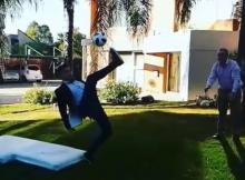 O jornalista argentino, Manuel Sanchez, partiu a perna ao tentar repetir o golo histórico de Cristiano Ronaldo frente à Juventus