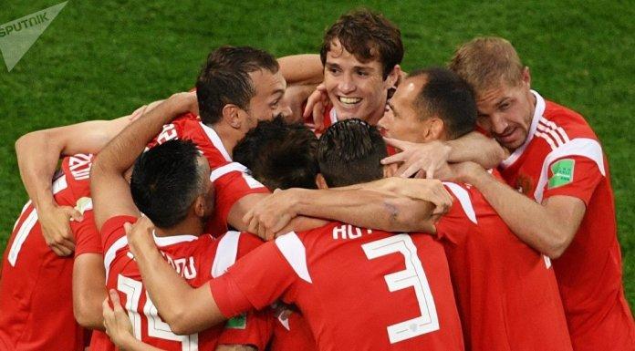 A Rússia virtualmente garantiu a sua vaga nos oitavos de final do Campeonato do Mundo de futebol que está a organizar com uma vitória de 3 a 1 sobre o Egipto