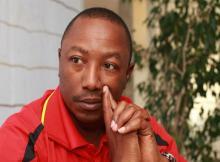 Joao Chissano já não é treinador do Ferroviário da Beira. A direcção do clube locomotiva e o técnico rescindiram o contrato que ligava o técnico ao emblema do Chiveve