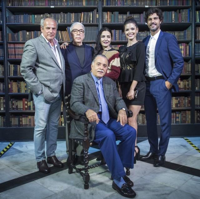 Equipe de 'Tempo de Amar' se reúne no Real Gabinete Português de Leitura, no centro do Rio de Janeiro (Foto: Mauricio Fidalgo / Globo)