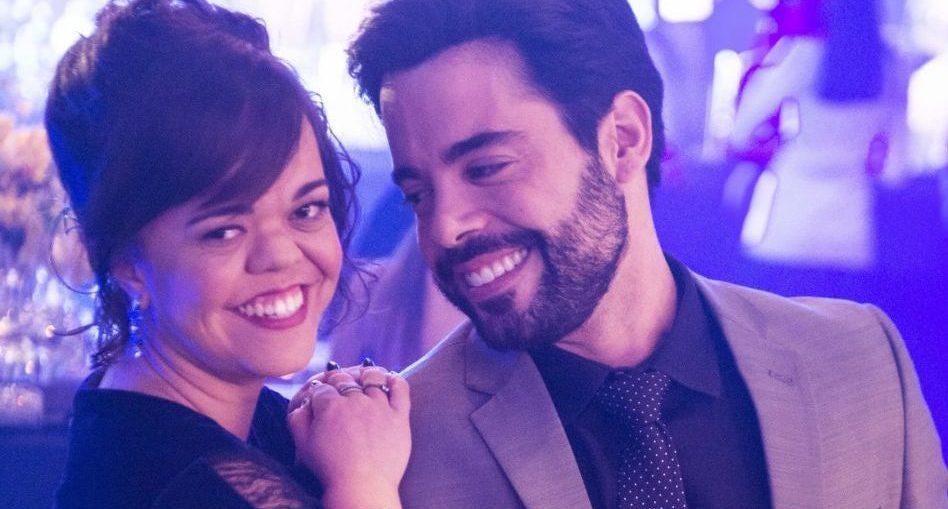 Estela (Juliana Caldas) e Amaro (Pedro Carvalho) em O Outro Lado do Paraíso