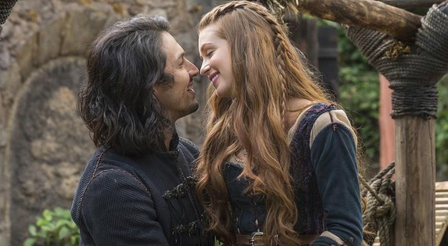 Afonso (Romulo Estrela) e Amália (Marina Ruy Barbosa) em Deus Salve o Rei