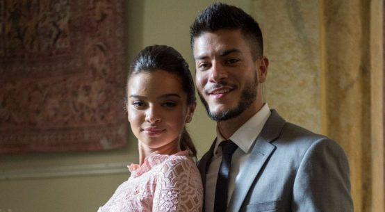Melissa (Gabriella Mustafá) e Diego (Arthur Aguiar) em O Outro Lado do Paraíso