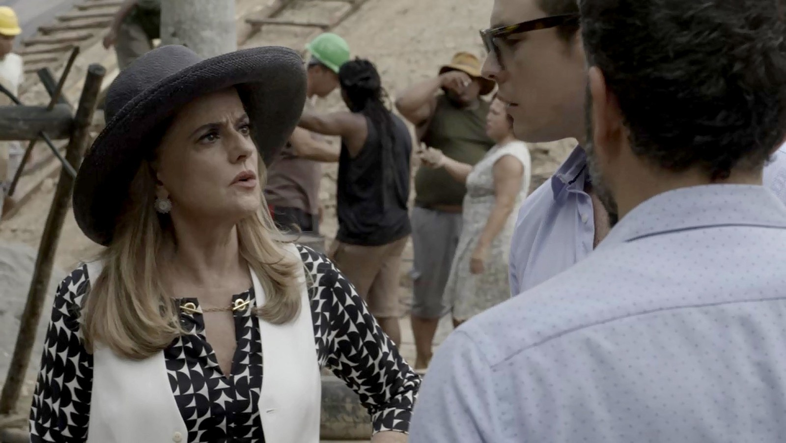 O Outro Lado do Paraíso: Fabiana faz proposta ousada a Clara