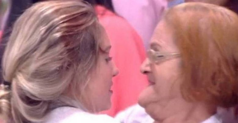 Jéssica do BBB18 abraçou figurante achando ser vó de Kaysar na sua eliminação (Reprodução/Globo)