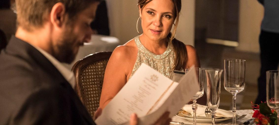 Laureta (Adriana Esteves) e Ícaro (Chay Suede) em Segundo So