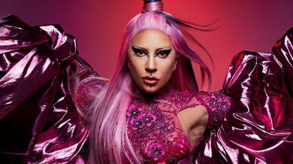"""Lady Gaga estreia em 1º lugar nos discos mai vendidos do Reino Unido com """"Chromatica"""""""