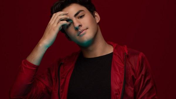 Lucas Pretti comemora um ano de lançamento do seu primeiro single com novo remix
