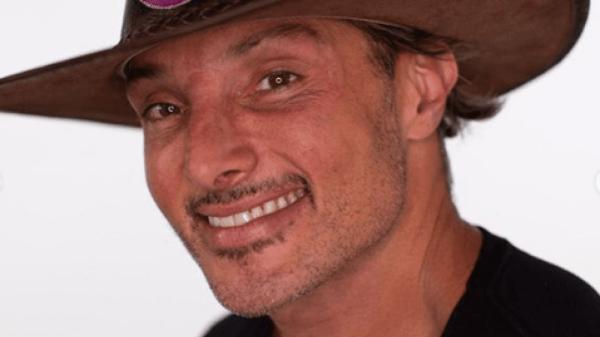 """""""A Fazenda"""": Juliano Ceglia mostra parte íntima por acidente"""