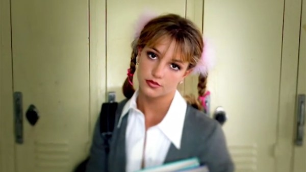 "Há 22 anos, Britney Spears estreava seu primeiro single ""... Baby One More Time"""