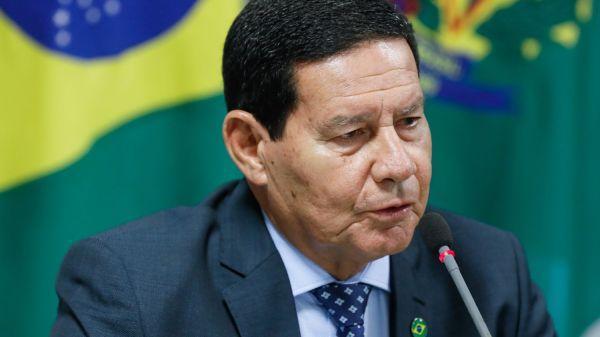 """Após homem preto ser assassinado em supermercado, vice-presidente Hamilton Mourão dispara: """"Não existe racismo no Brasil"""""""