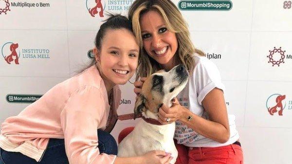 Larissa Manoela ganha cadelinha de Luísa Mel e em seguida doa para amiga