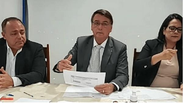 """VÍDEO   Bolsonaro desencoraja vacinação e dispara fake news sobre Coronavac: """"não é eficaz"""""""