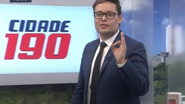 """Jornalista da RecordTV faz comentário racista e homofóbico, mas volta atrás: """"Desculpa"""""""