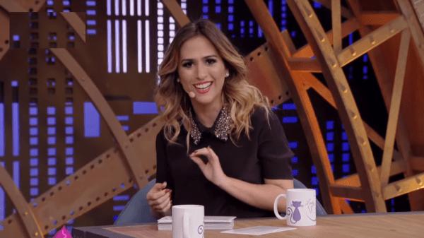"Tatá Werneck se irrita com fã pedindo votos para Juliette em post sobre Paulo Gustavo: ""Imbecil"""