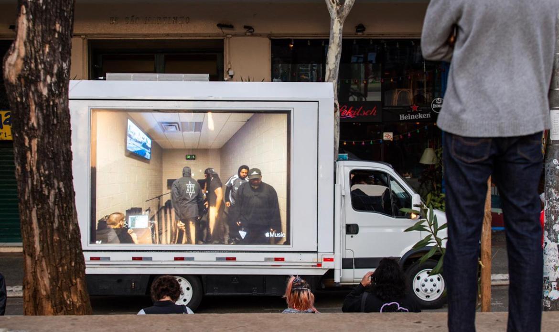 """Kanye West usou caminhão para ação de divulgação do álbum """"Donda"""" no Rio e São Paulo - Foto: Diego Padilha"""