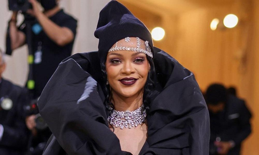 Fotógrafos saem no tapa por foto de Rihanna no MET Gala