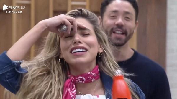 """Erika Schneider e Rico Melquiades discutem em """"A Fazenda 13"""""""