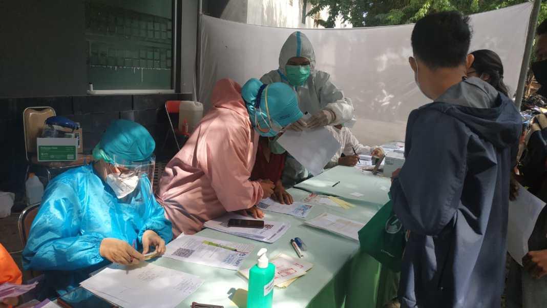 Pascaketentuan Baru Pemkot Surabaya, Puluhan Peserta UTBK Antre Rapid Test