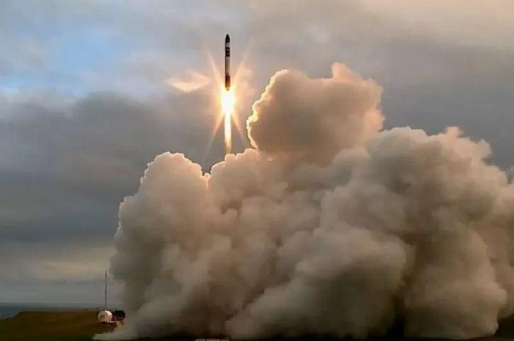 Roket Pengangkut Satelit Gagal Capai Orbit dan Kehilangan Muatan