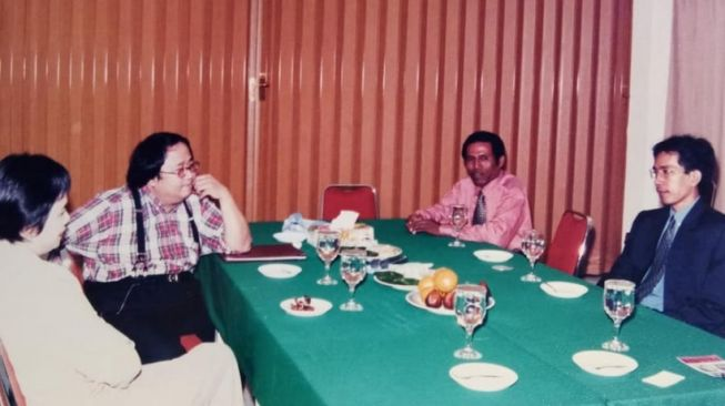 Viral Foto Sri Mulyani dan Jokowi di Tahun 1998, Jaya Suprana Buat Ramalan (Facebook Mayor Haristanto)