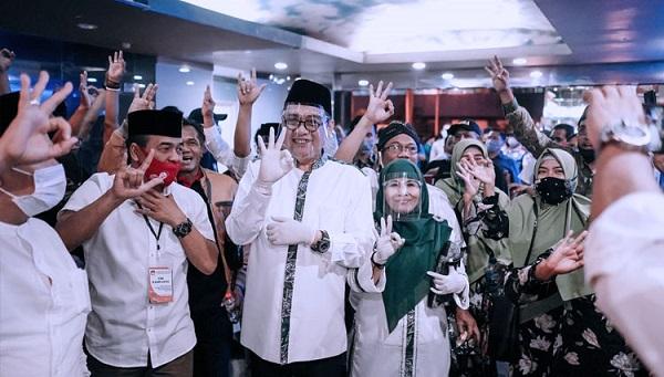 Pasangan calon Kelana dan Dwi Astutik saat akan melakukan debat Pilbup Sidoarjo. (Foto: Ist)