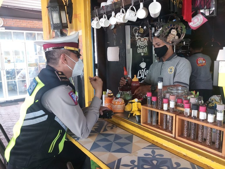 Sidoarjo 3112020 kami juga sosialisasi ke cafe atau tempat yang