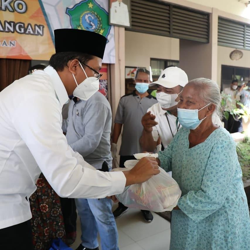 Buka Pasar Murah Ramadhan, Bupati Gus Muhdlor Ingatkan ke Para Tengkulak Tidak Memainkan Harga…