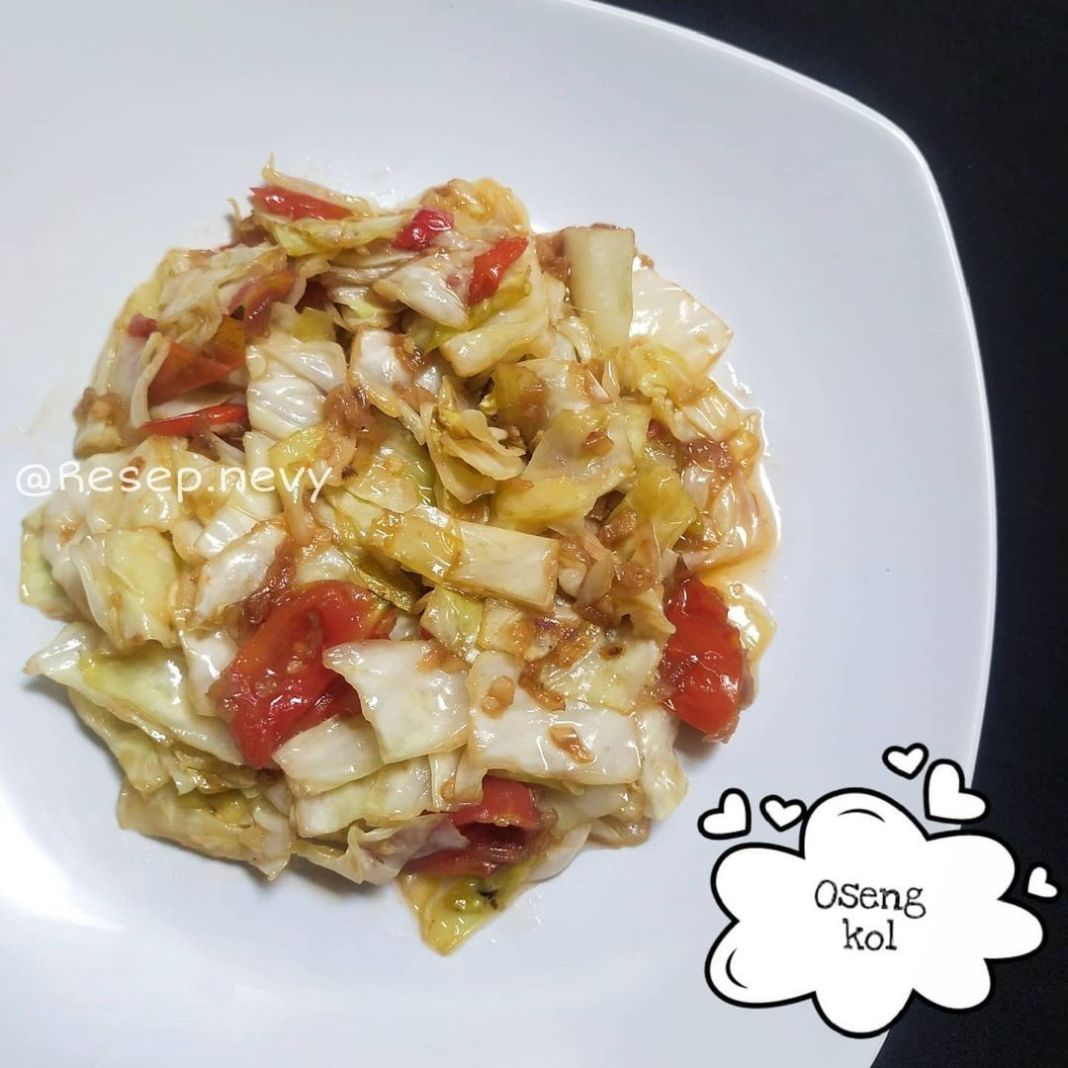 Info kuliner, Oseng Kol Buibu kalo dikulkas tinggal sayur kol aja boleh banget nih coba menu ini simpel sekal…