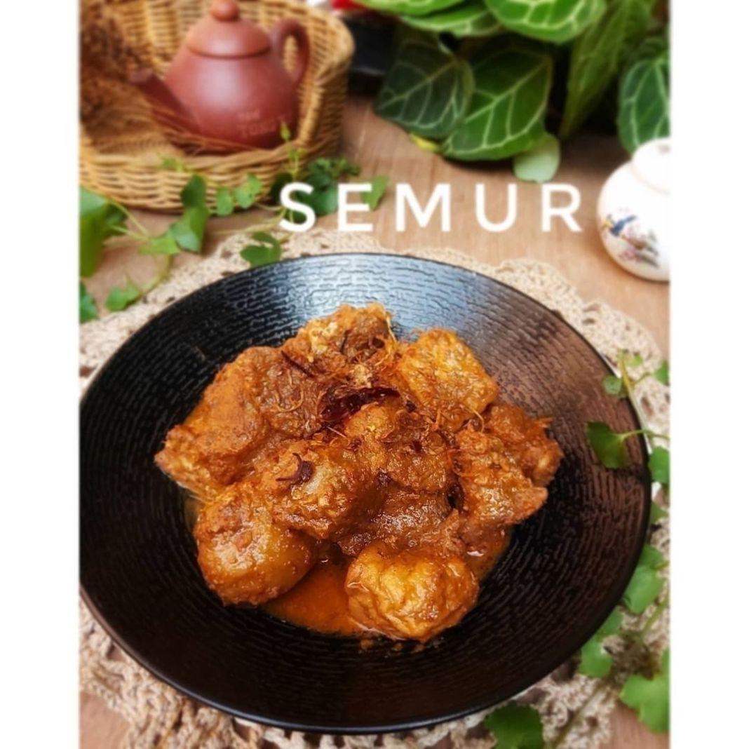 Info kuliner, semur daging untuk makan bersama keluargaa ________ Semur . Bahan 1 300 gr daging 3 potong tahu…