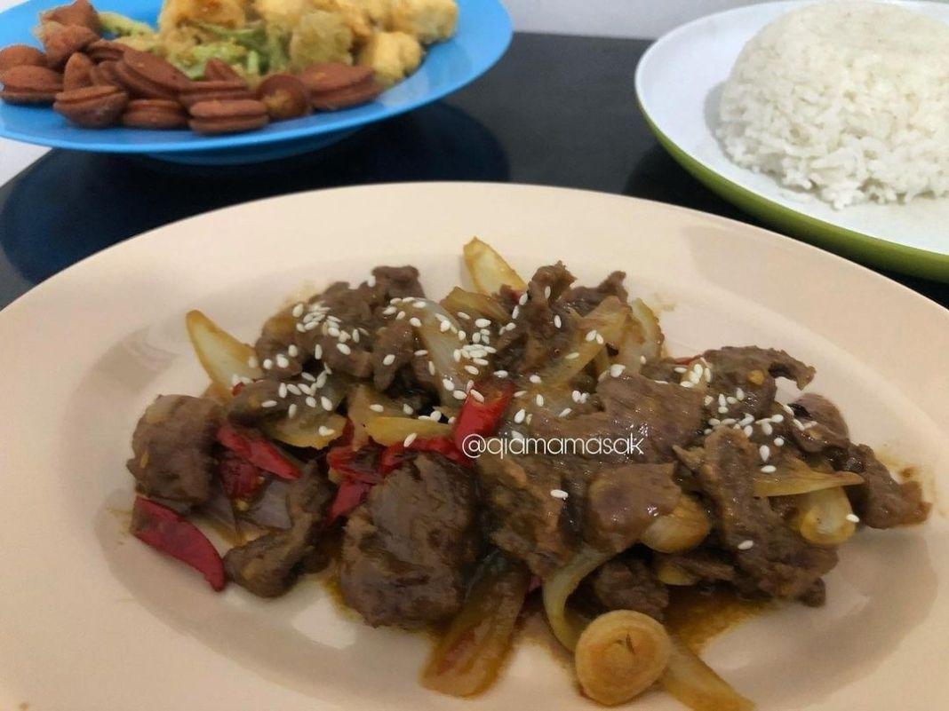Info kuliner, Beef Teriyaki ala ala Bahan-bahan 250gr Daging sapi 1 buah bawang bombay 1 Sdm wijin untuk tabu…