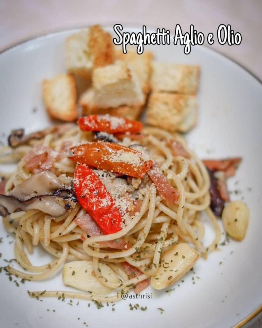Info kuliner, Spaghetti yummyyyy  Bahan 80gr spaghetti/angel hair spaghetti 3 lembar smoked beef potong tipis…